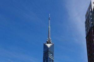 福岡タワーと秋の空