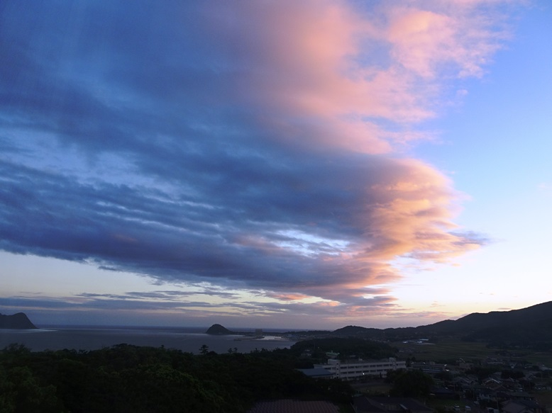 鐘崎港の夜明け