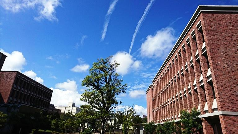 西南学院大学キャンパスはレンガ風で美しい