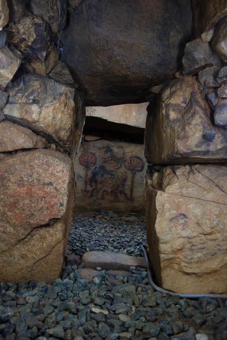 竹原古墳の石室内部