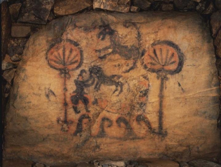 高句麗の装飾古墳を思わせる竹原古墳