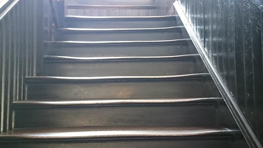 波打つ階段