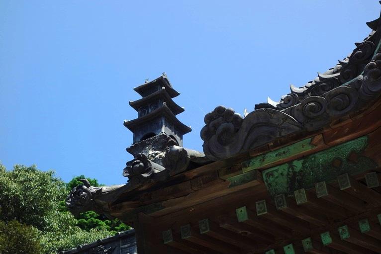 早吸日女神社の屋根瓦に竜宮城