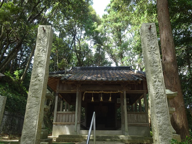 竹原古墳に建つ神社