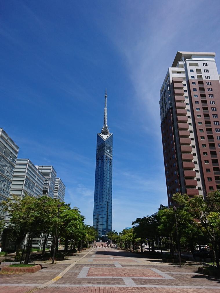 正面からの福岡タワー