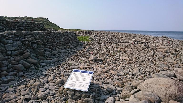 海岸線に連なる相島積石塚