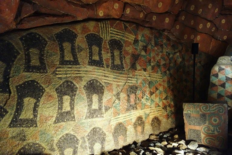 王塚古墳石室の盾の絵