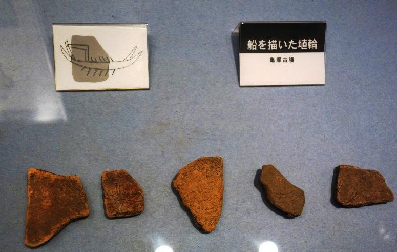 亀塚古墳の船を描いた埴輪
