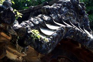 築山古墳のある神崎八幡神社の瓦