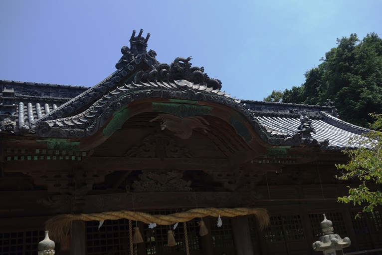 早吸日女神社拝殿の華麗な屋根瓦