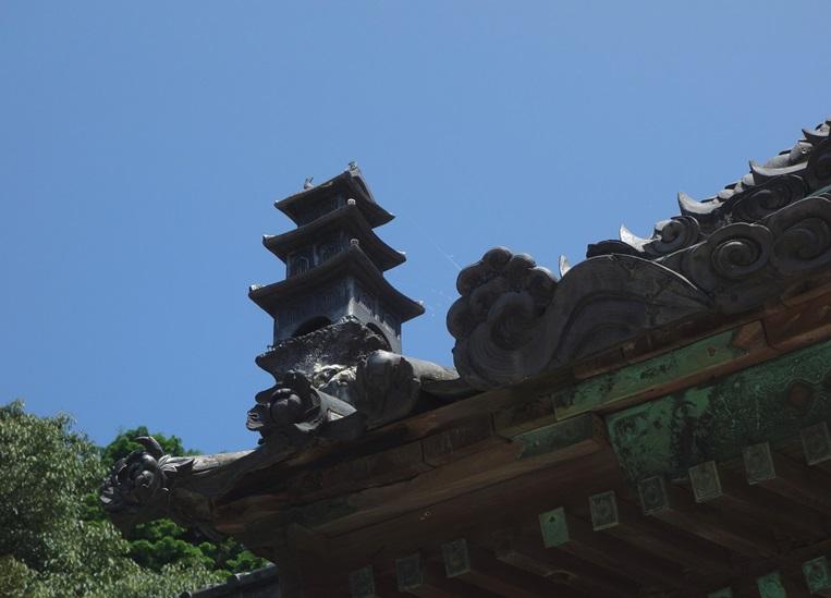 早吸日女神社の屋根に竜宮城