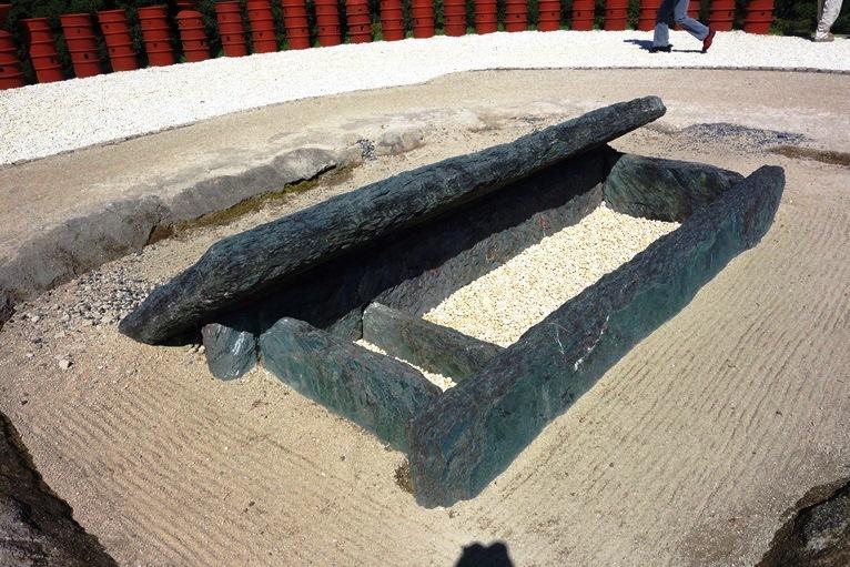 石棺内部や構造がわかる