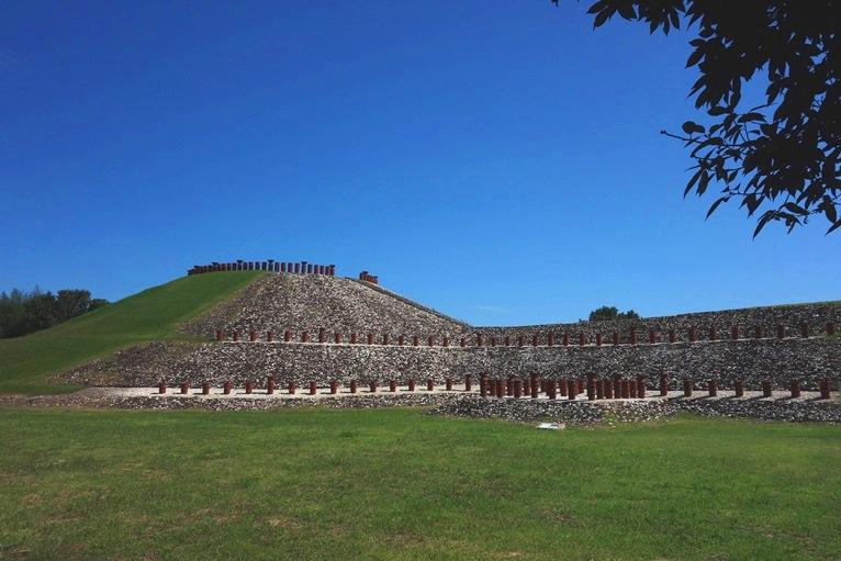 亀塚古墳をぐるりと囲む円筒埴輪
