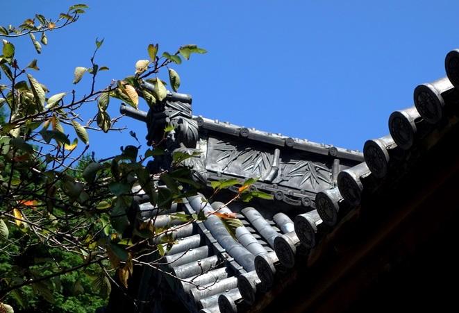 早吸日女神社の大棟瓦の「虎に竹」