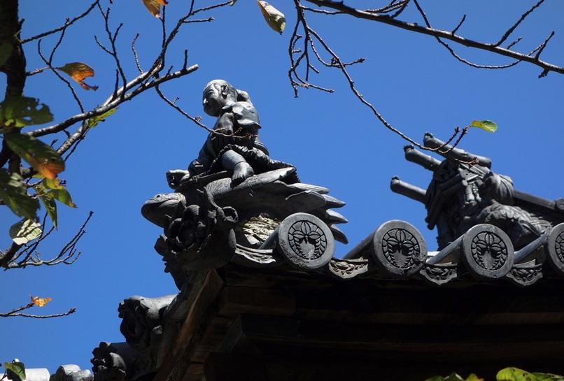 早吸日女神社の屋根に浦島太郎
