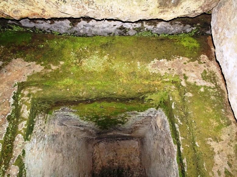古宮古墳の石棺入口の加工