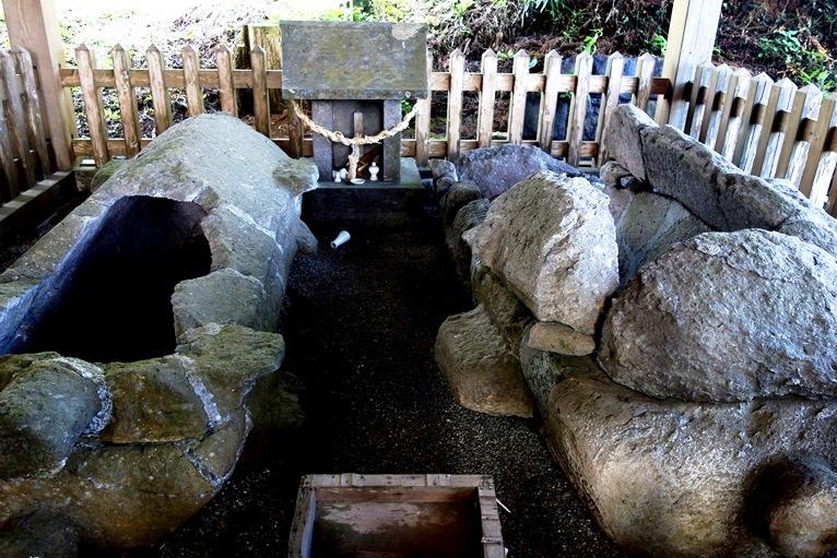 臼塚古墳の舟形石棺