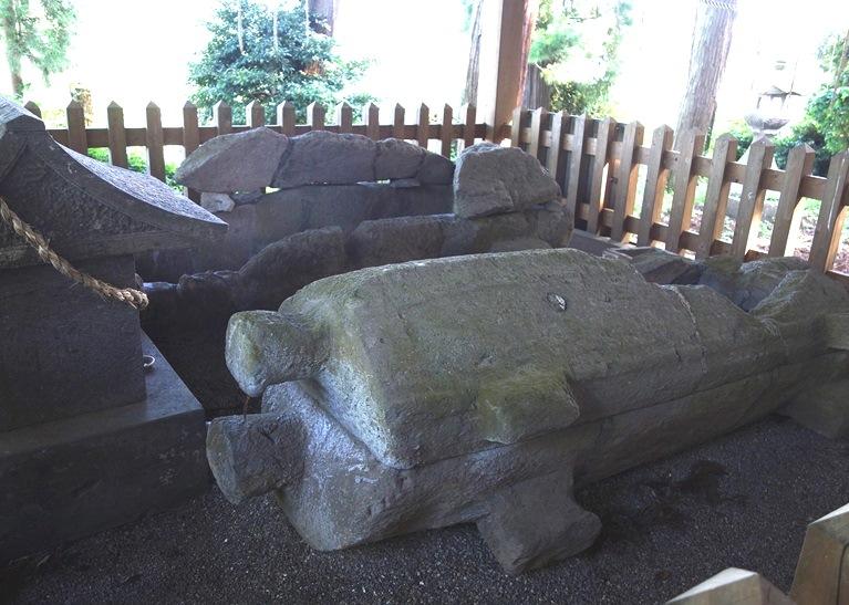 石棺には大きな縄かけ突起