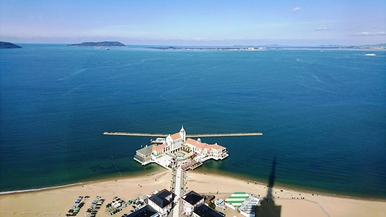 博多湾の出口に見える志賀島