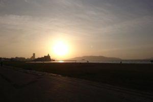 能古島に沈む夕陽と波の音