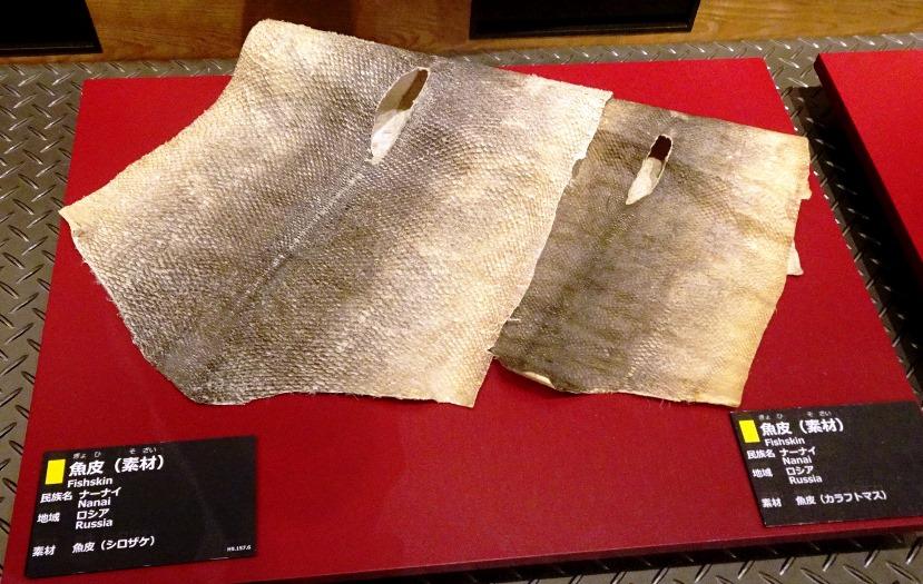 素材となるシロザケの皮とカラフトマスの皮